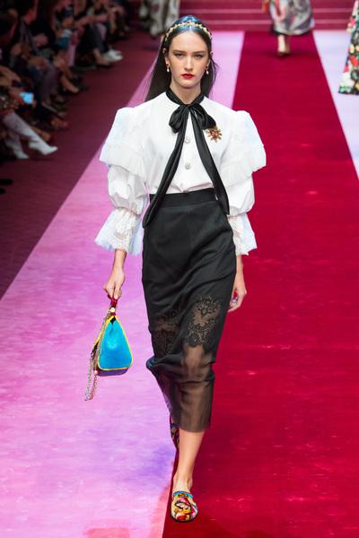 Dolce & Gabbana Spring 2018 Ready-to-Wear - Look #63
