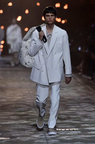 HUGO Spring 2018 Ready-to-Wear - Look #1
