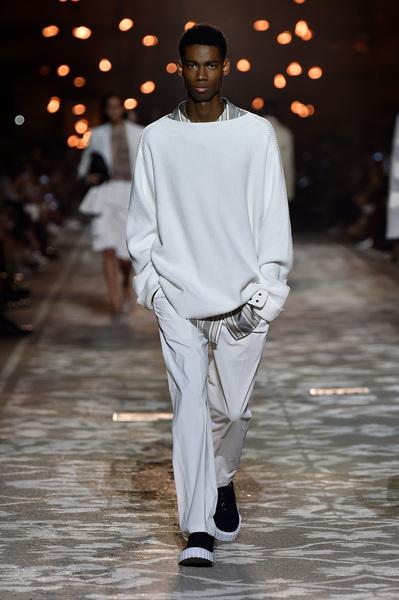 HUGO Spring 2018 Ready-to-Wear - Look #17