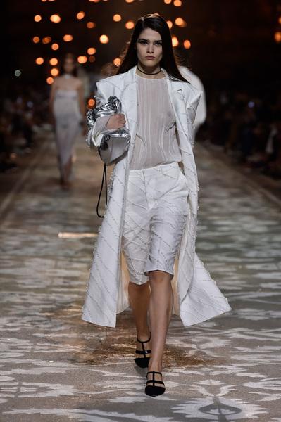 HUGO Spring 2018 Ready-to-Wear - Look #5