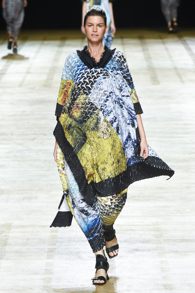 Issey Miyake Spring 2018 Ready-to-Wear - Look #7