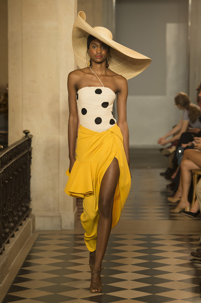 Jacquemus Spring 2018 Ready-to-Wear - Look #16