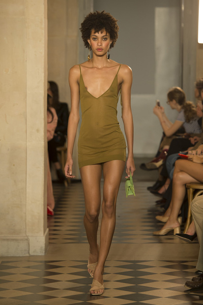 Jacquemus Spring 2018 Ready-to-Wear - Look #33