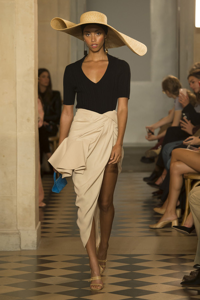 Jacquemus Spring 2018 Ready-to-Wear - Look #42
