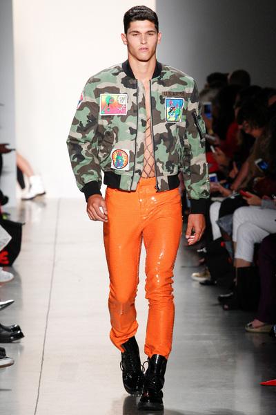 Jeremy Scott Spring 2018 Ready-to-Wear - Look #18
