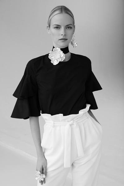 Josie Natori Spring 2018 Ready-to-Wear - Look #10