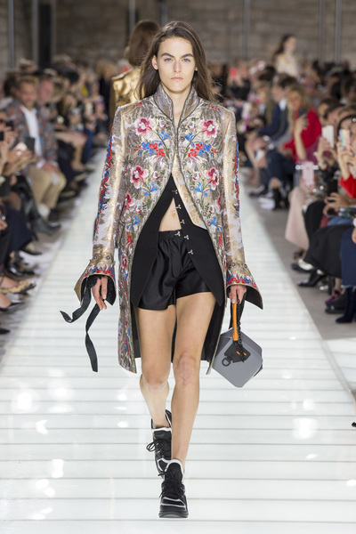 Louis Vuitton Spring 2018 Ready-to-Wear - Look #10