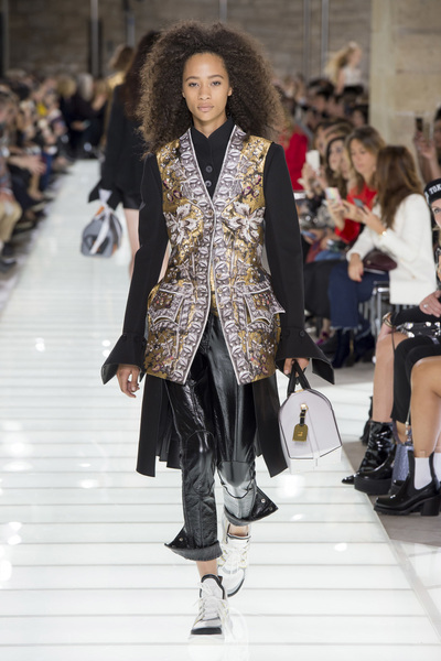 Louis Vuitton Spring 2018 Ready-to-Wear - Look #11