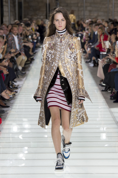 Louis Vuitton Spring 2018 Ready-to-Wear - Look #12