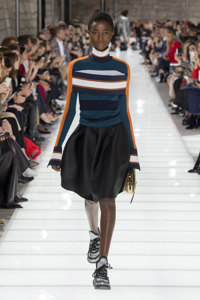 Louis Vuitton Spring 2018 Ready-to-Wear - Look #17