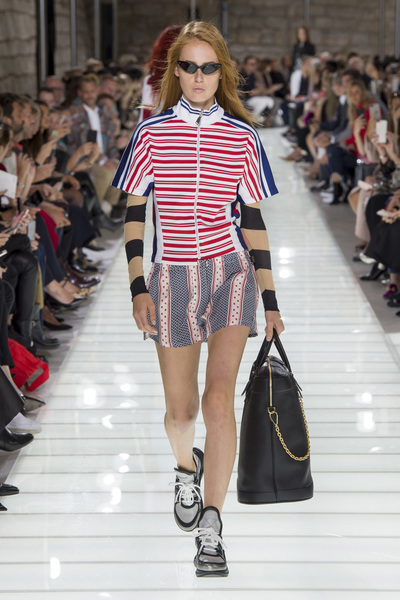 Louis Vuitton Spring 2018 Ready-to-Wear - Look #18