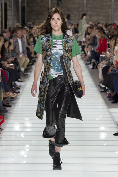 Louis Vuitton Spring 2018 Ready-to-Wear - Look #22