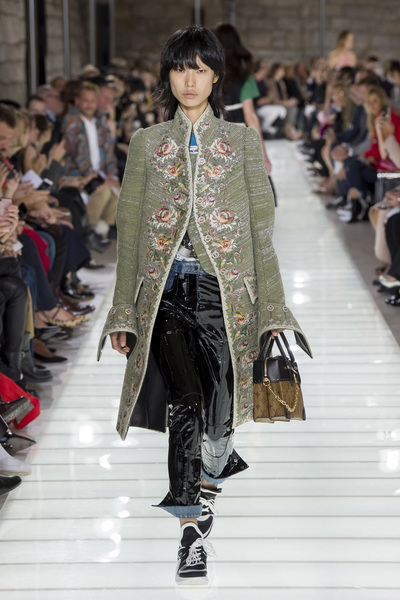 Louis Vuitton Spring 2018 Ready-to-Wear - Look #24