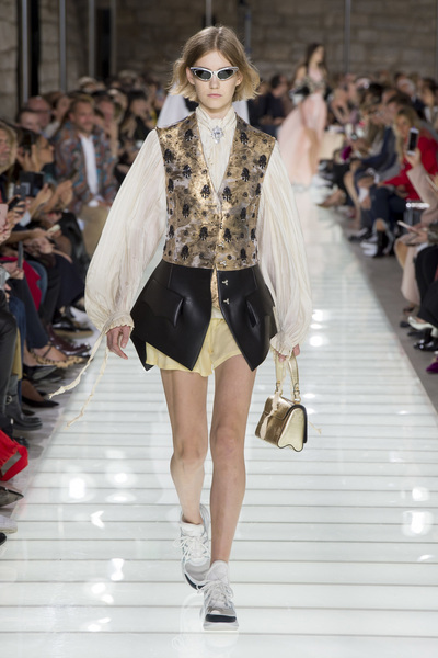 Louis Vuitton Spring 2018 Ready-to-Wear - Look #29