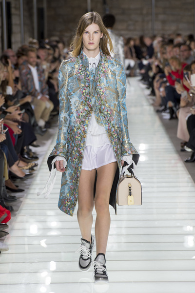 Louis Vuitton Spring 2018 Ready-to-Wear - Look #3