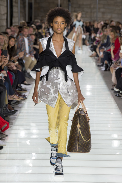 Louis Vuitton Spring 2018 Ready-to-Wear - Look #30