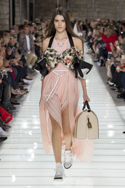 Louis Vuitton Spring 2018 Ready-to-Wear - Look #31