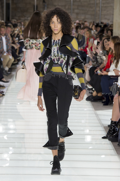 Louis Vuitton Spring 2018 Ready-to-Wear - Look #33
