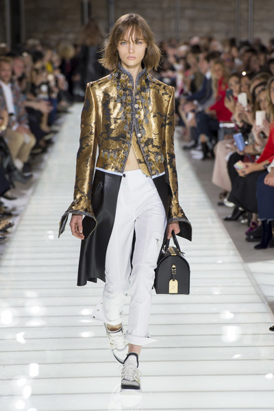 Louis Vuitton Spring 2018 Ready-to-Wear - Look #8