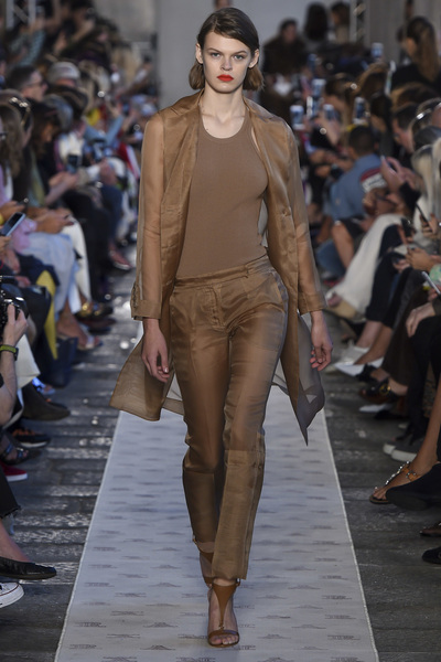 Max Mara Spring 2018 Ready-to-Wear - Look #1