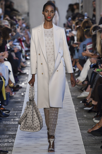 Max Mara Spring 2018 Ready-to-Wear - Look #16