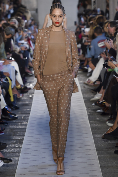 Max Mara Spring 2018 Ready-to-Wear - Look #18