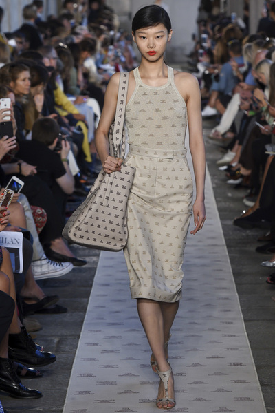 Max Mara Spring 2018 Ready-to-Wear - Look #19