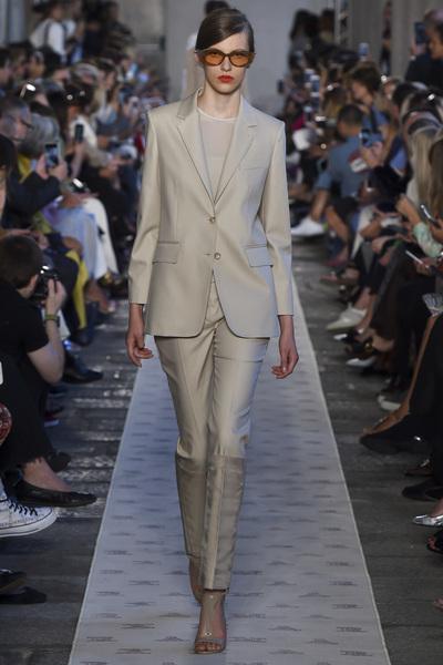 Max Mara Spring 2018 Ready-to-Wear - Look #20