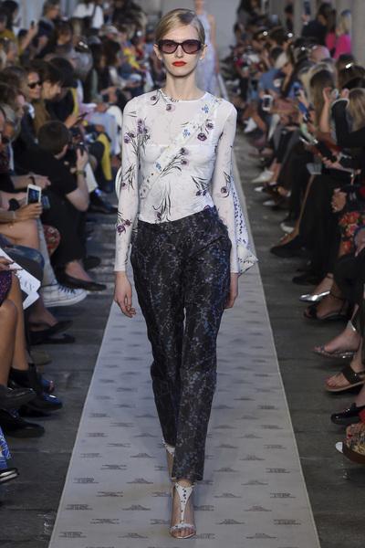 Max Mara Spring 2018 Ready-to-Wear - Look #28