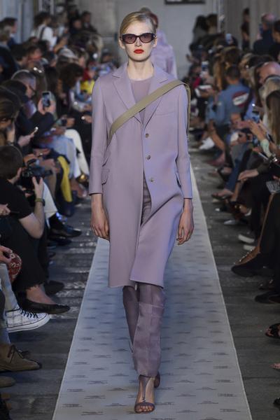 Max Mara Spring 2018 Ready-to-Wear - Look #32