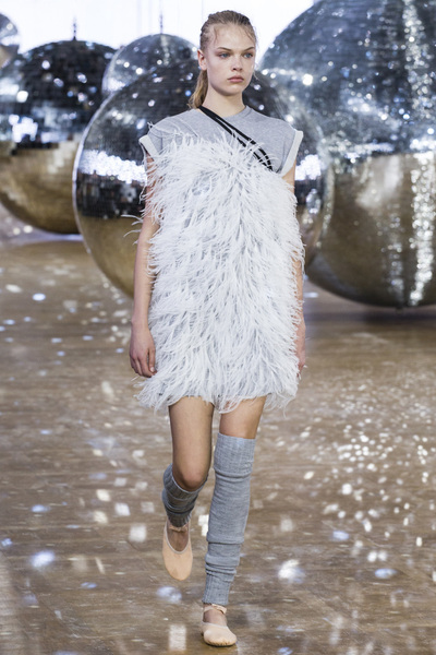 Moncler Gamme Rouge Spring 2018 Ready-to-Wear - Look #11