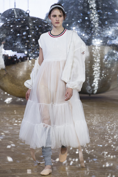 Moncler Gamme Rouge Spring 2018 Ready-to-Wear - Look #16