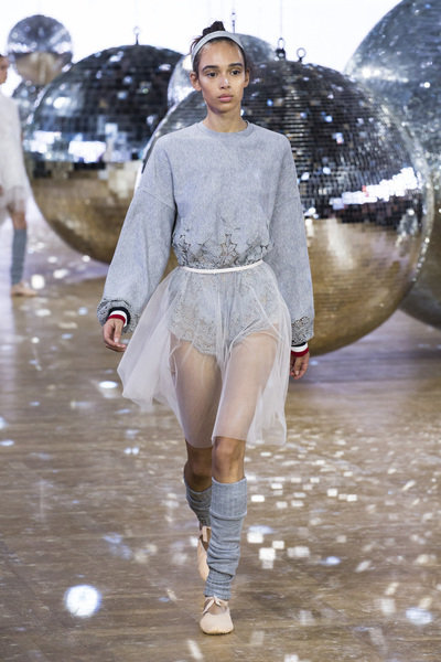 Moncler Gamme Rouge Spring 2018 Ready-to-Wear - Look #2