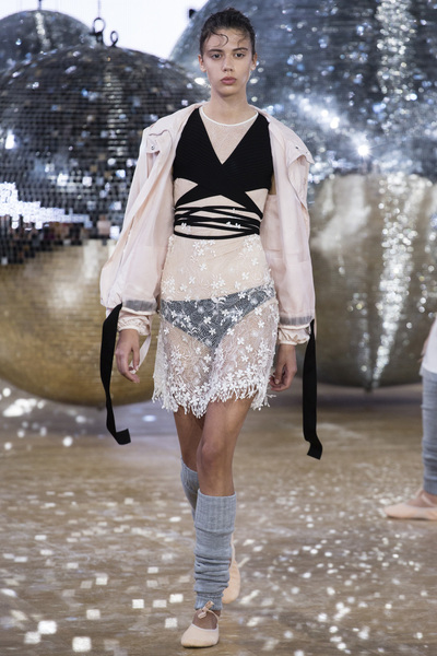 Moncler Gamme Rouge Spring 2018 Ready-to-Wear - Look #24