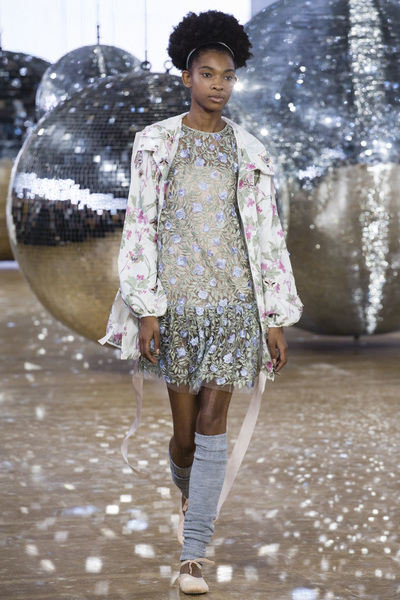 Moncler Gamme Rouge Spring 2018 Ready-to-Wear - Look #44
