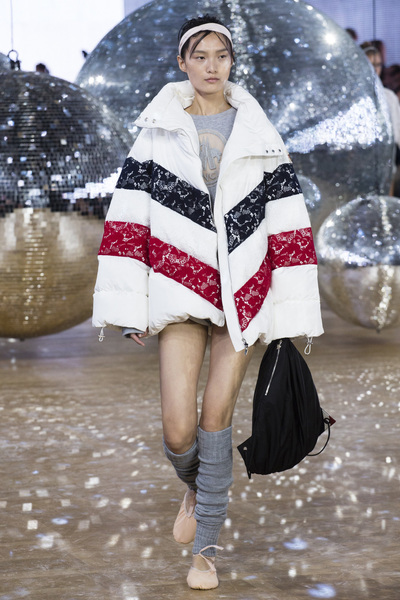 Moncler Gamme Rouge Spring 2018 Ready-to-Wear - Look #5