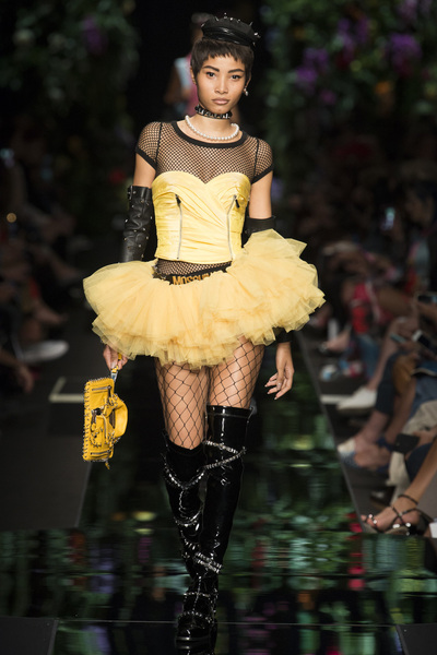 Moschino Spring 2018 Ready-to-Wear - Look #13