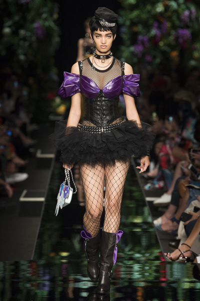 Moschino Spring 2018 Ready-to-Wear - Look #15