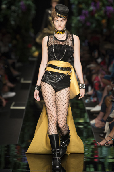Moschino Spring 2018 Ready-to-Wear - Look #16