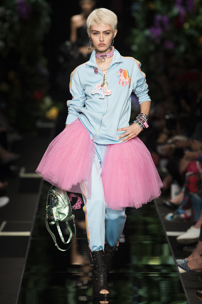 Moschino Spring 2018 Ready-to-Wear - Look #9