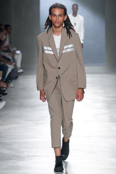 Neil Barrett Spring 2018 Ready-to-Wear - Look #5
