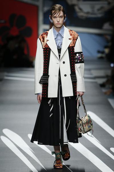 Prada Spring 2018 Ready-to-Wear - Look #33