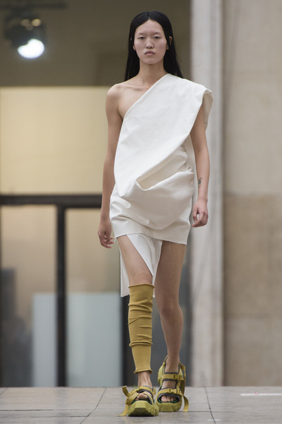 Rick Owens Spring 2018 Ready-to-Wear - Look #18