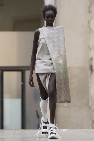 Rick Owens Spring 2018 Ready-to-Wear - Look #6