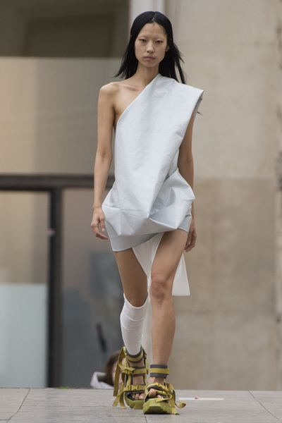 Rick Owens Spring 2018 Ready-to-Wear - Look #9